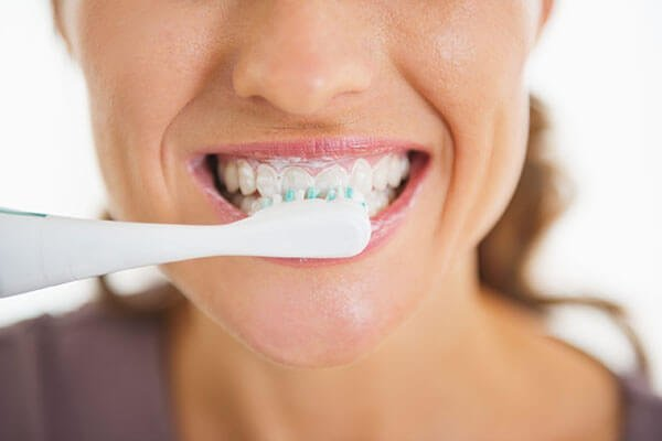 How-to-Maintain-Good-Oral-Health-scaled_600x400